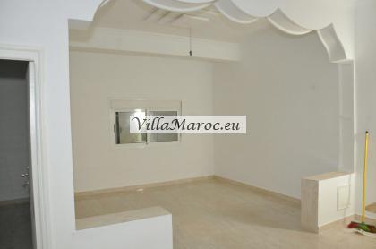 Te koop: Een groot 3-kamer appartement in het hartje van Al Hoceima. (Midden in de stad).